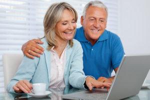 senior-couple-with-laptop